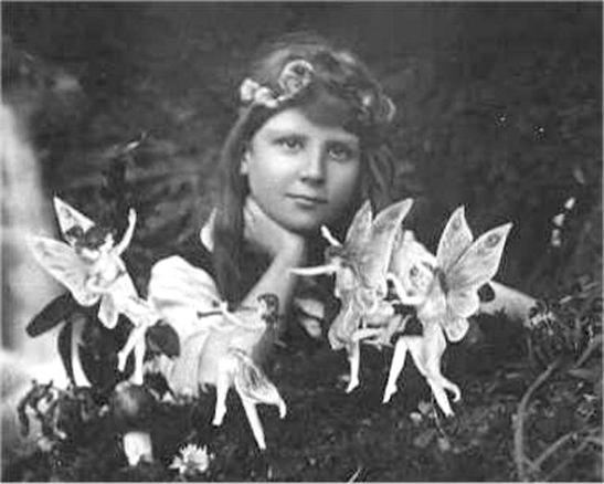 Cottingley fairies, 1917, sur le blog La Retouche photo.