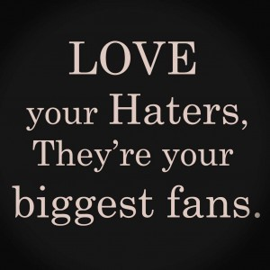Love your haters, copyright sur le blog La Retouche photo.