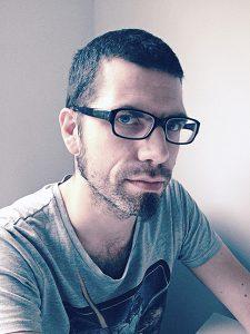 Portrait de Mydeadpony, sur le blog La Retouche photo.
