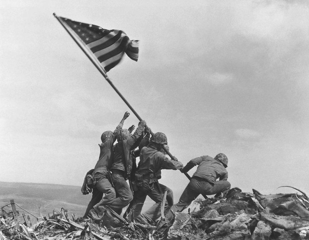 Raising-the-Flag-on-Iwo-Jima-la-retouche-photo